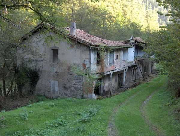 Edificios de las viviendas de los operarios Foto Xabier Cabezón